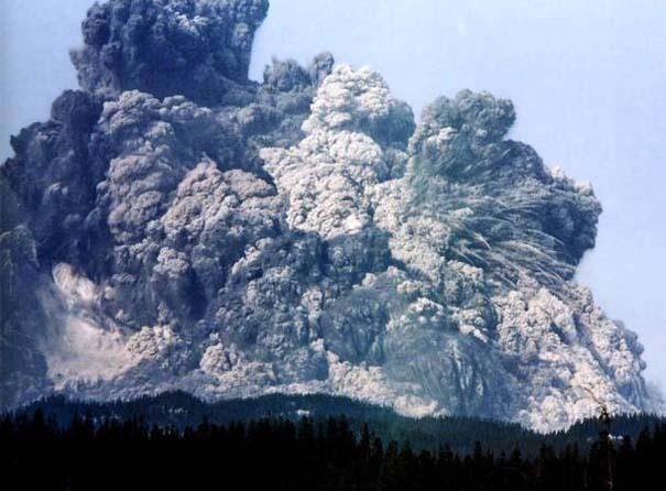 Φωτογραφίες από εκρήξεις ηφαιστείων που προκαλούν δέος (5)
