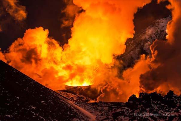 Φωτογραφίες από την καρδιά ενός ηφαιστείου που εκρήγνυται (11)