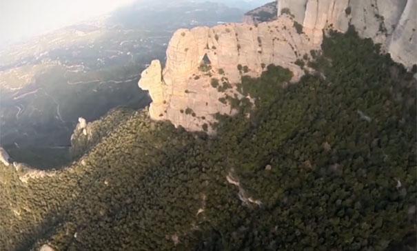 Ιπτάμενος άνθρωπος πέρασε από το μάτι της βελόνας με 250χλμ/ώρα