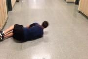 Κολυμπώντας στον διάδρομο του σχολείου