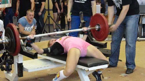 Μπορείτε να μαντέψετε τι δουλειά κάνει αυτή η κοπέλα; (4)