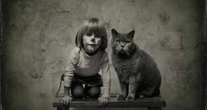 Η όμορφη φιλία ενός κοριτσιού και της γάτας της