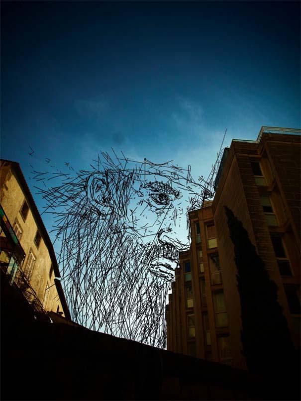 Καλλιτέχνης μετατρέπει τον ουρανό μεταξύ κτηρίων σε γεμάτες φαντασία φιγούρες (6)