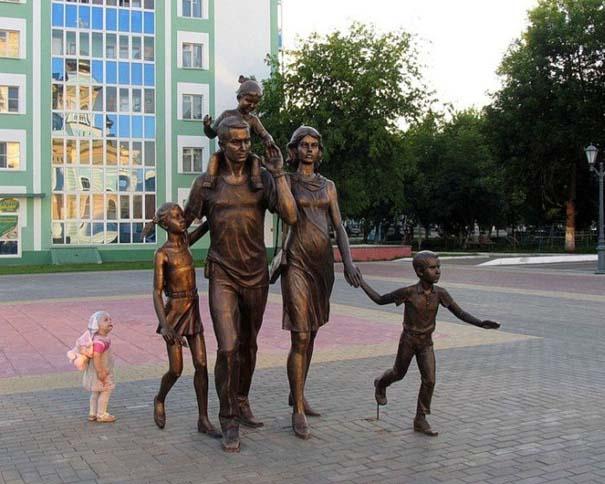 Παράξενα γλυπτά & αγάλματα (2)