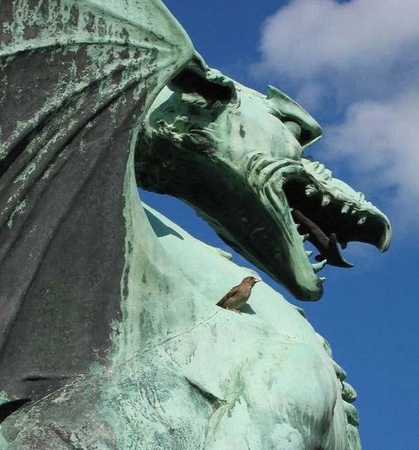 Παράξενα γλυπτά & αγάλματα (3)