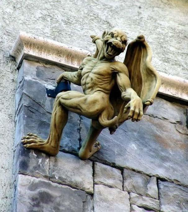 Παράξενα γλυπτά & αγάλματα (4)