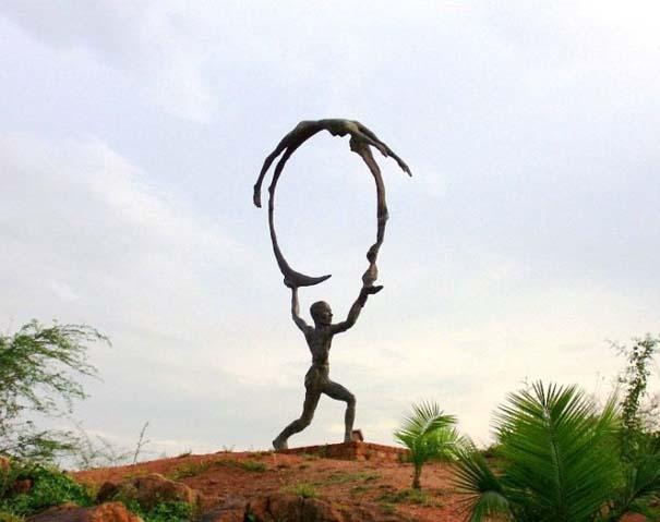 Παράξενα γλυπτά & αγάλματα (11)