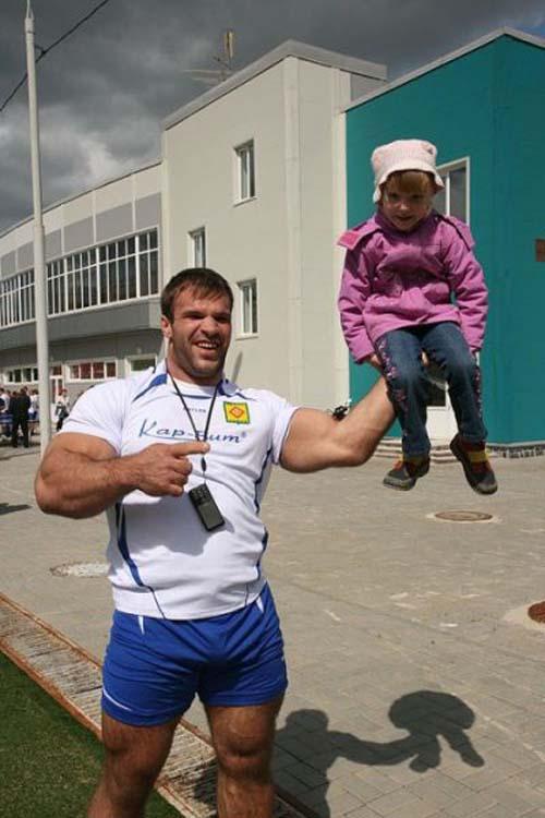 Denis Tsyplenkov: Ένας πραγματικός Hulk (21)