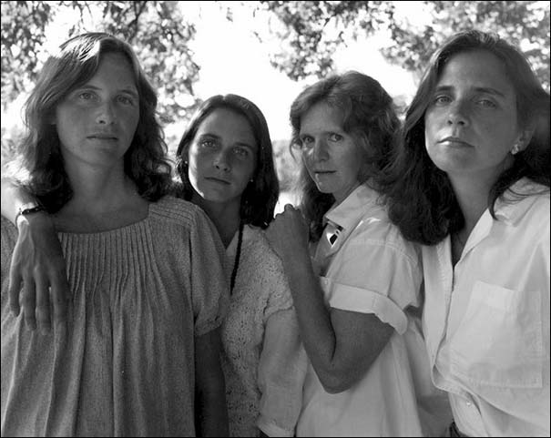 4 αδερφές φωτογραφίζονται μαζί κάθε χρόνο από το 1975 (11)