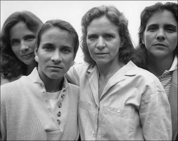 4 αδερφές φωτογραφίζονται μαζί κάθε χρόνο από το 1975 (13)