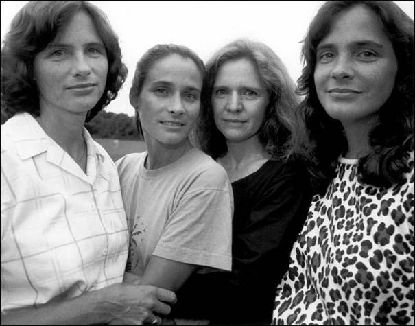 4 αδερφές φωτογραφίζονται μαζί κάθε χρόνο από το 1975 (14)