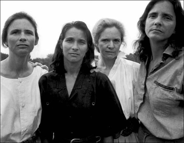 4 αδερφές φωτογραφίζονται μαζί κάθε χρόνο από το 1975 (17)