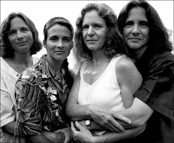 4 αδερφές φωτογραφίζονται μαζί κάθε χρόνο από το 1975 (21)
