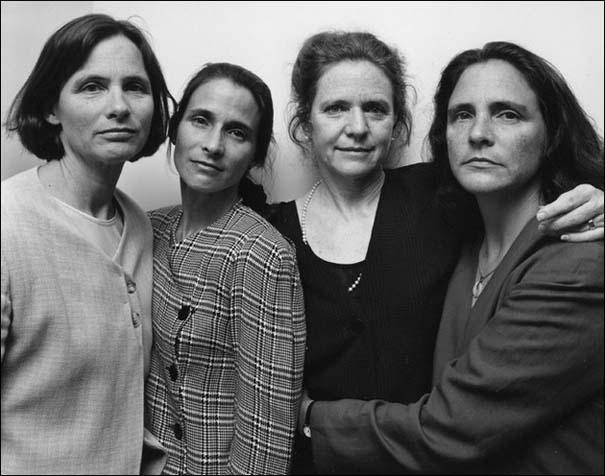 4 αδερφές φωτογραφίζονται μαζί κάθε χρόνο από το 1975 (23)