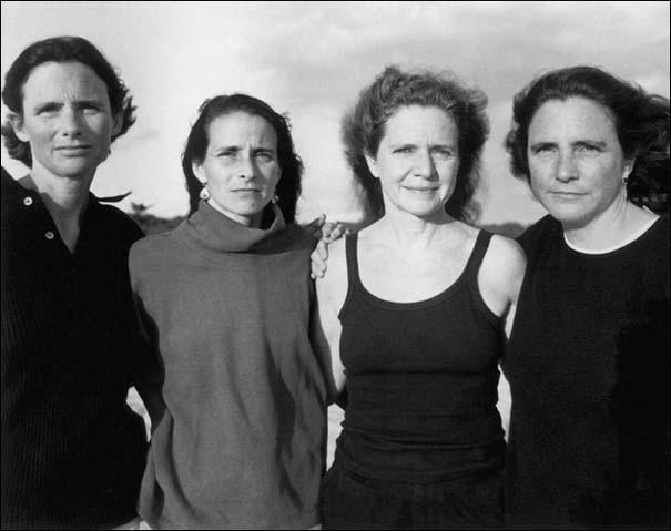 4 αδερφές φωτογραφίζονται μαζί κάθε χρόνο από το 1975 (24)