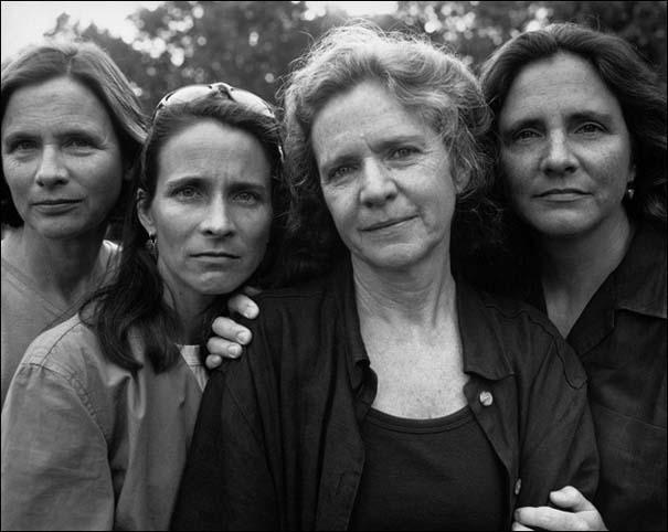 4 αδερφές φωτογραφίζονται μαζί κάθε χρόνο από το 1975 (25)