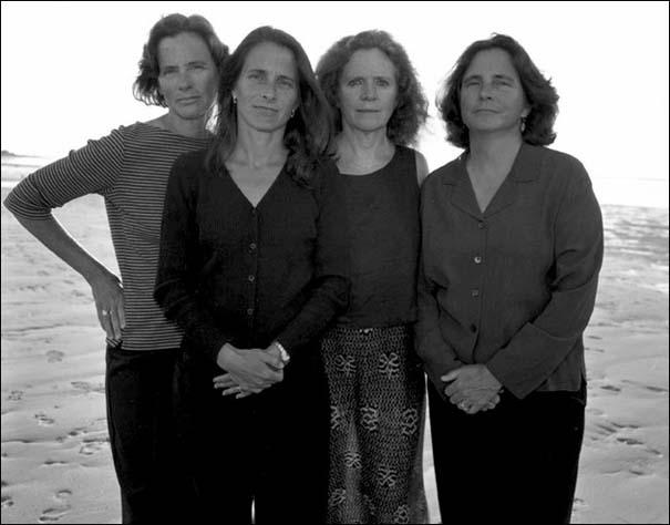 4 αδερφές φωτογραφίζονται μαζί κάθε χρόνο από το 1975 (27)