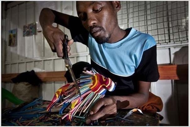 Ανακύκλωση παλιών παπουτσιών στην Αφρική (4)