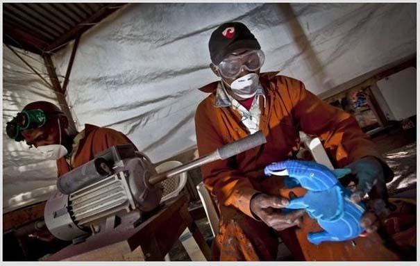 Ανακύκλωση παλιών παπουτσιών στην Αφρική (5)