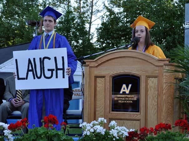 Αστείες φωτογραφίες αποφοίτησης (14)
