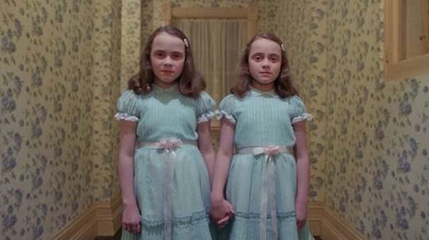 Οι δίδυμες από την ταινία «The Shining» τότε και τώρα (1)