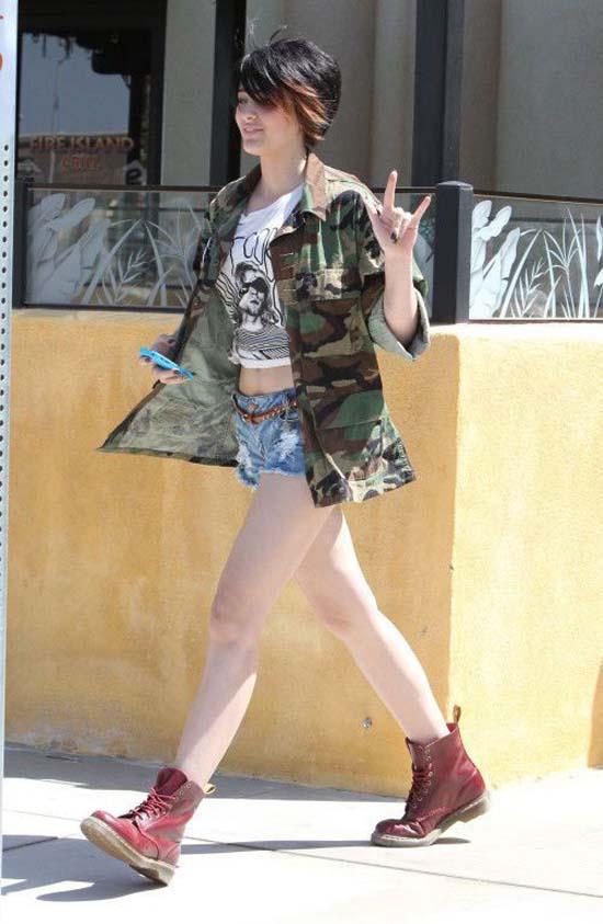 Μπορείτε να μαντέψετε ποιου διάσημου κόρη είναι; (2)