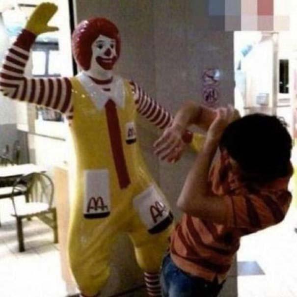 Παράξενα περιστατικά στα McDonald's (32)