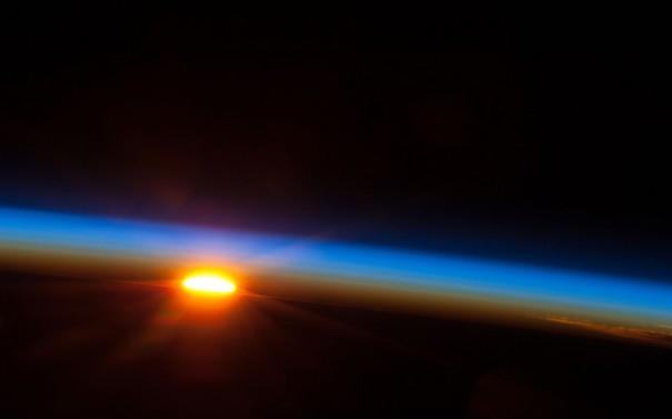 Ηλιοβασίλεμα... από το διάστημα | Φωτογραφία της ημέρας