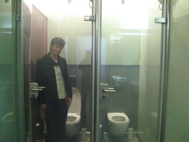 Η πιο Hi-tech πόρτα τουαλέτας που έχετε δει (1)