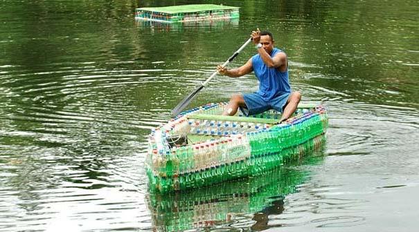 Βάρκα από πλαστικά μπουκάλια (1)