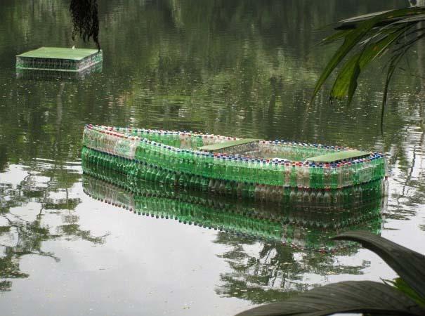 Βάρκα από πλαστικά μπουκάλια (2)