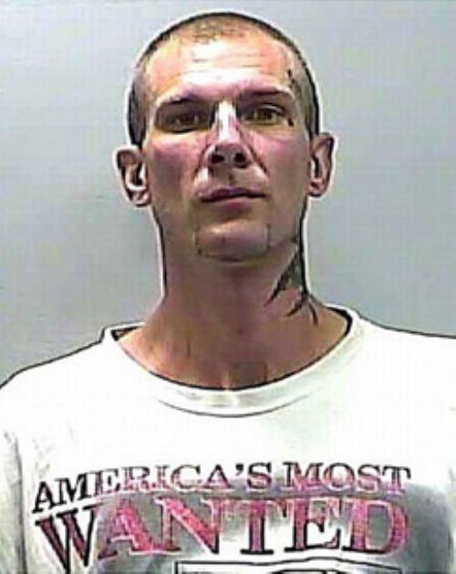 Φωτογραφίες συλληφθέντων με το κατάλληλο ντύσιμο (2)