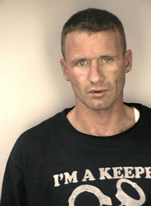 Φωτογραφίες συλληφθέντων με το κατάλληλο ντύσιμο (3)