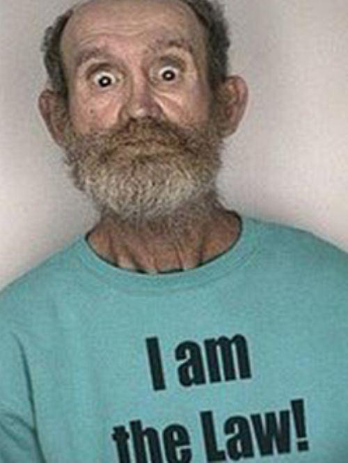 Φωτογραφίες συλληφθέντων με το κατάλληλο ντύσιμο (4)