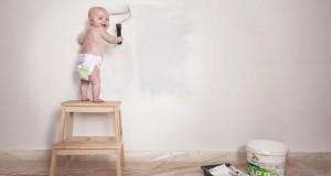 Φωτογράφος κάνει το βρέφος κοριτσάκι του να ποζάρει σε απίστευτες καταστάσεις