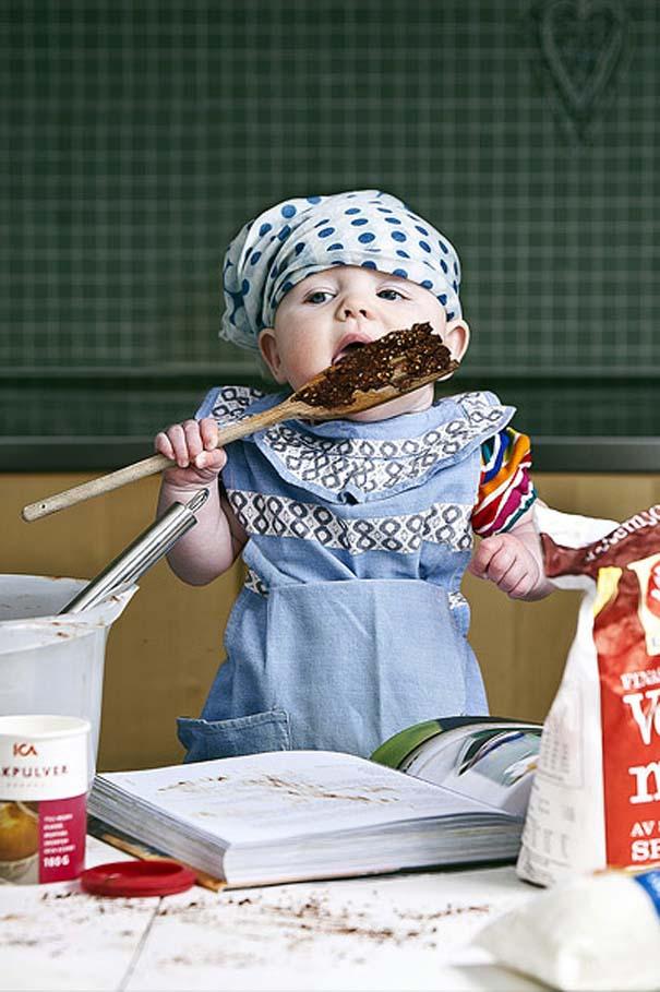 Φωτογράφος κάνει το βρέφος κοριτσάκι του να ποζάρει σε απίστευτες καταστάσεις (5)