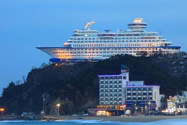 Ξενοδοχείο «κρουαζιερόπλοιο» πάνω σε λόφο (1)