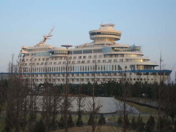 Ξενοδοχείο «κρουαζιερόπλοιο» πάνω σε λόφο (2)