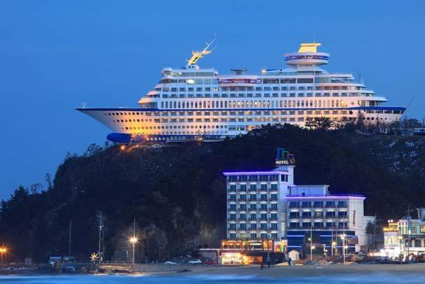 Ξενοδοχείο «κρουαζιερόπλοιο» πάνω σε λόφο (6)