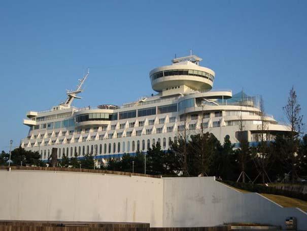 Ξενοδοχείο «κρουαζιερόπλοιο» πάνω σε λόφο (7)