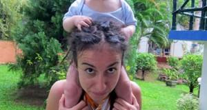 Νεαρή μητέρα βρήκε παράξενη χρήση για το ράστα μαλλί της