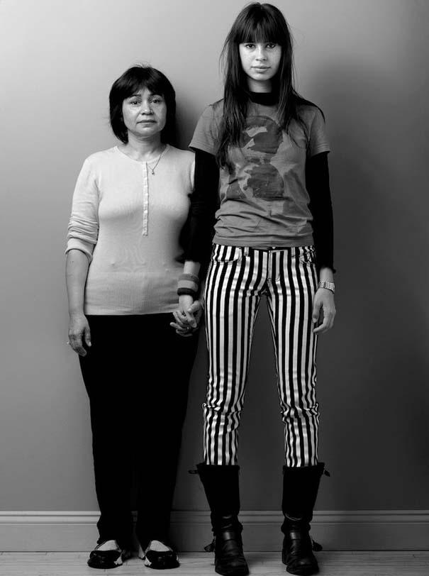 Μοντέλα φωτογραφίζονται με την μητέρα τους (15)