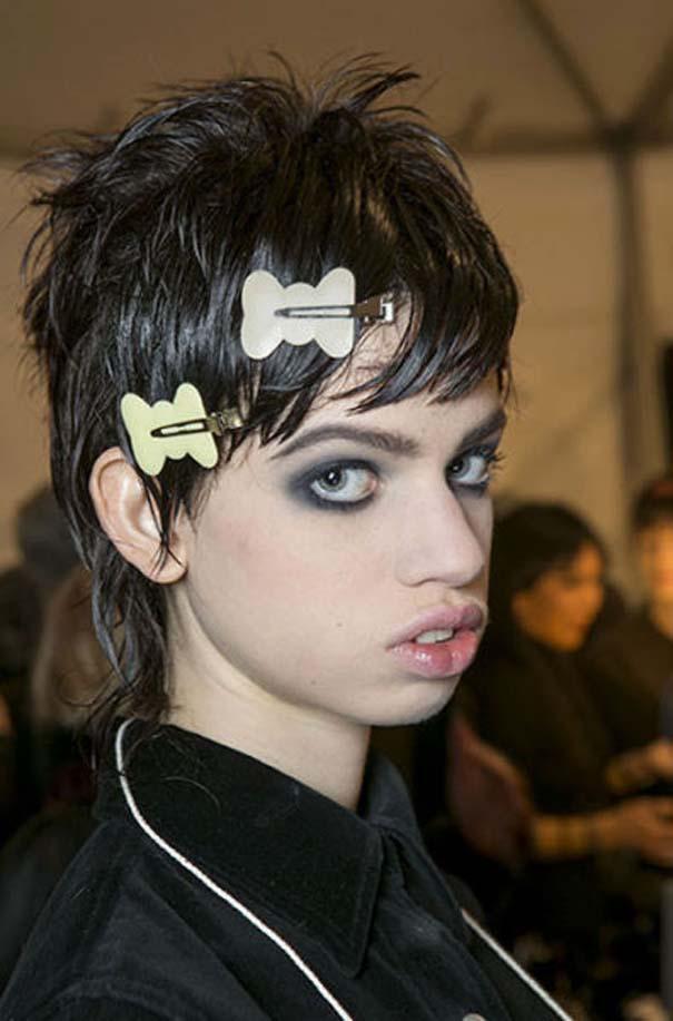 Ένα νεαρό Supermodel που προκαλεί απορίες... (11)