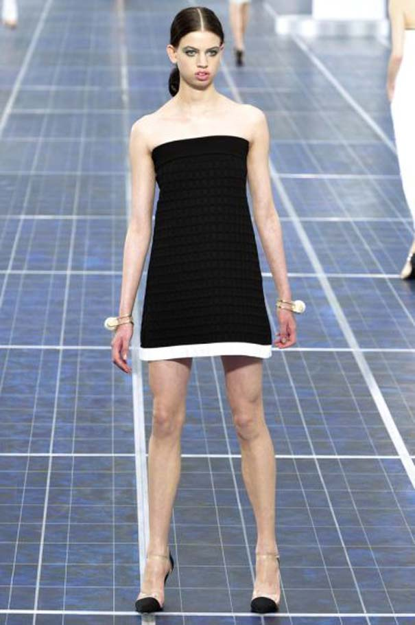 Ένα νεαρό Supermodel που προκαλεί απορίες... (13)