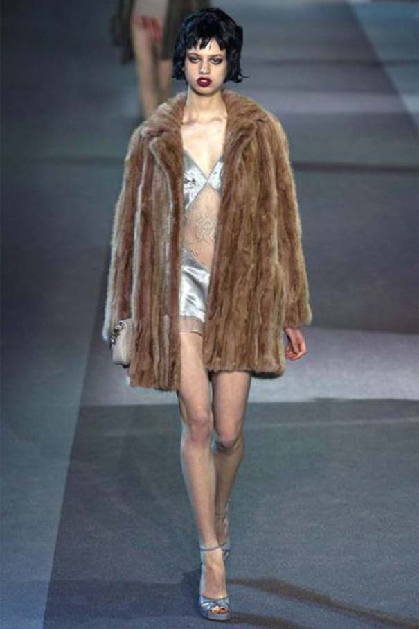 Ένα νεαρό Supermodel που προκαλεί απορίες... (19)