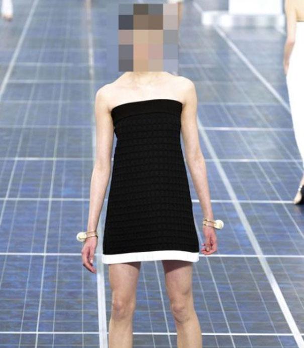 Ένα νεαρό Supermodel που προκαλεί απορίες...