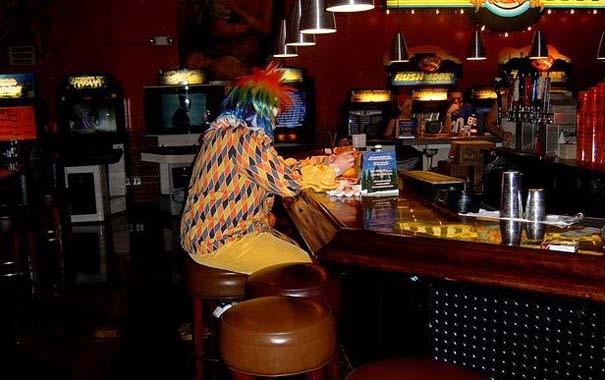 Τα πιο παράξενα κι αστεία που μπορεί να συναντήσεις σε ένα Bar (3)