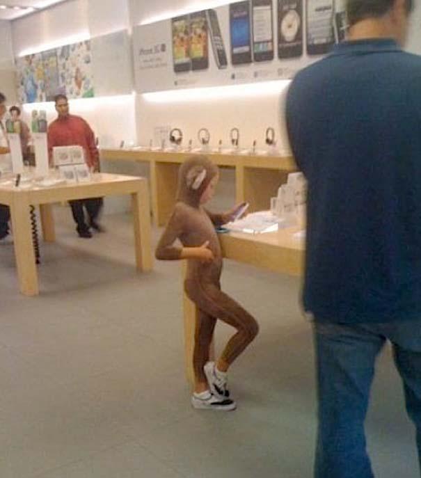 Παράξενα κι αστεία στα Apple Stores (10)