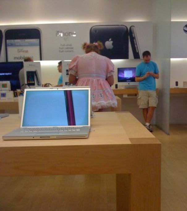 Παράξενα κι αστεία στα Apple Stores (12)