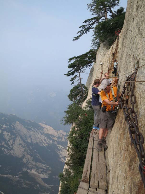 Το πιο τρομακτικό μονοπάτι σε βουνό (1)